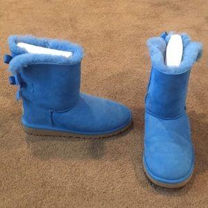 Barely worn cobalt blue short bow ugg's